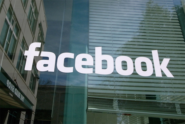 facebook_puerta